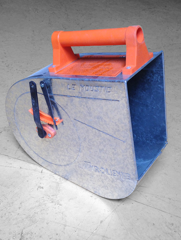 Plaster projecting machine