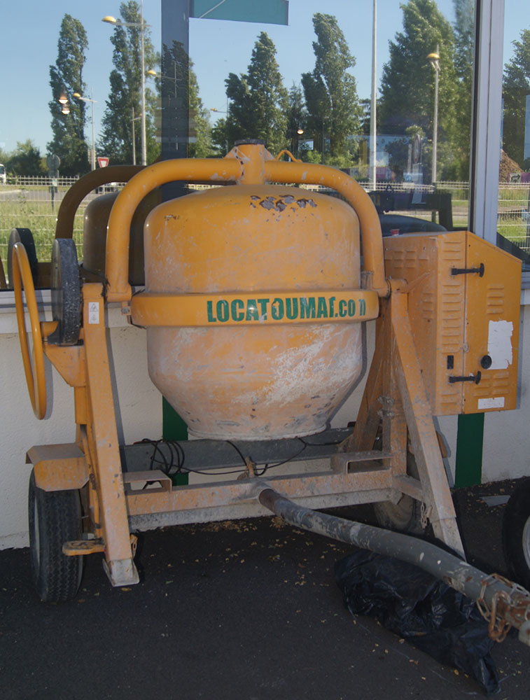 Towable concrete mixer 350 L